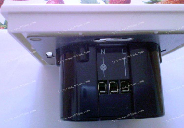 forum lectricit conseils branchement d 39 un d tecteur de passage dans mes wc. Black Bedroom Furniture Sets. Home Design Ideas