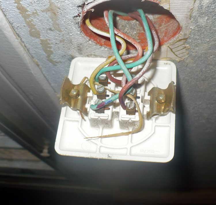 Branchement interrupteur double va et vient debflex for Branchement prise va et vient