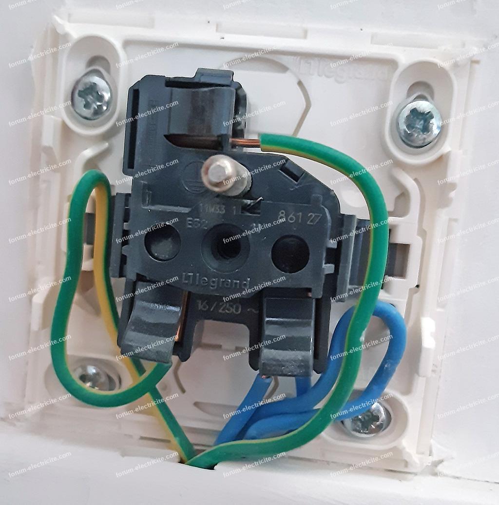 branchement prise électrique commandée par interrupteur