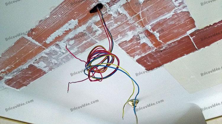 installation de prise électrique monophasée