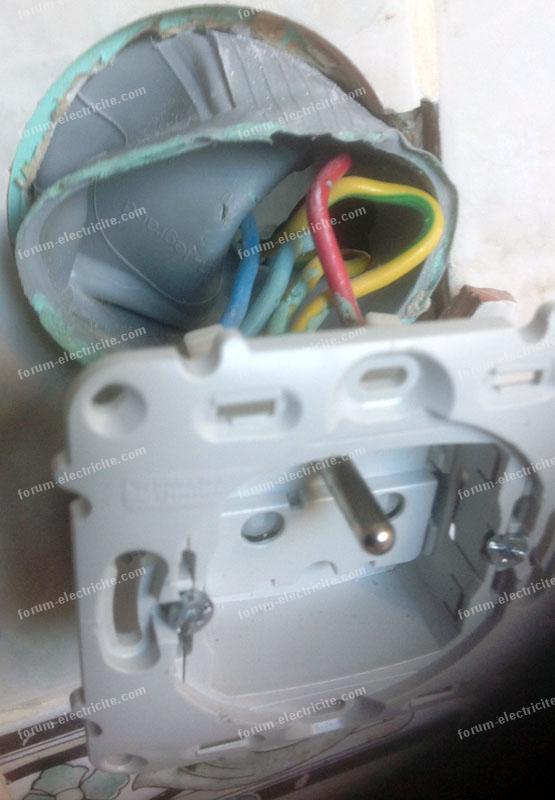 Brancher double interrupteur à partir d'une prise électrique