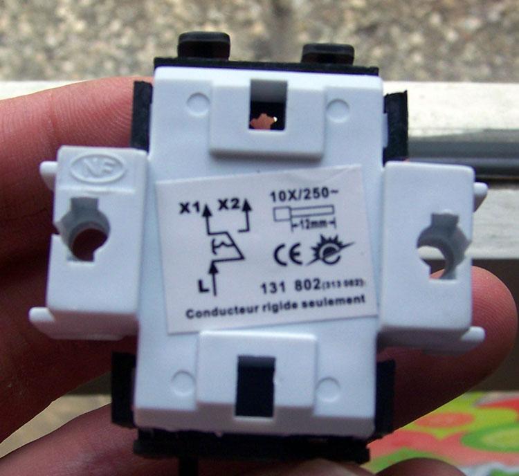 Probl me branchement interrupteur va et vient en interrupteur simple consei - Comment brancher un interrupteur va et vient en interrupteur simple ...