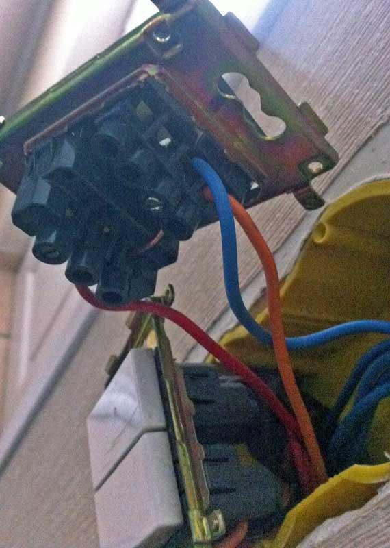 brancher lampe temoin sur interrupteur