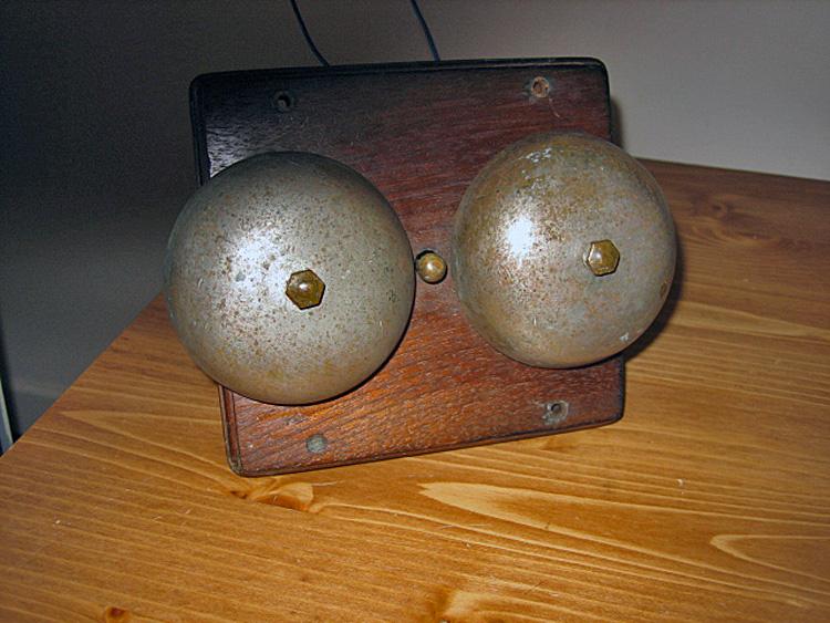 branchement d 39 un vieux carillon de porte question. Black Bedroom Furniture Sets. Home Design Ideas