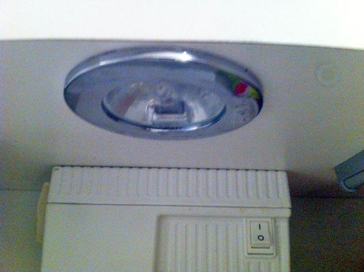 forum lectricit probl me pour changer une ampoule dans meuble de ma salle de bain. Black Bedroom Furniture Sets. Home Design Ideas