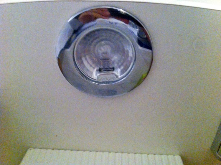 forum lectricit probl me pour changer une ampoule dans. Black Bedroom Furniture Sets. Home Design Ideas