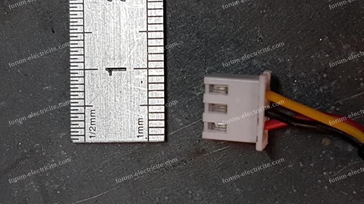 connecteur 3 broches inconnu