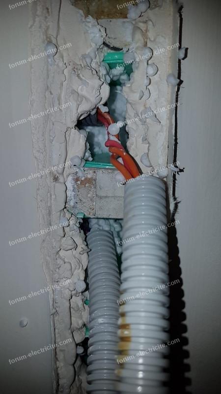 déplacer gaines électriques dans cloison