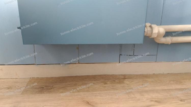 conseils fixation blocs prises sous un radiateur