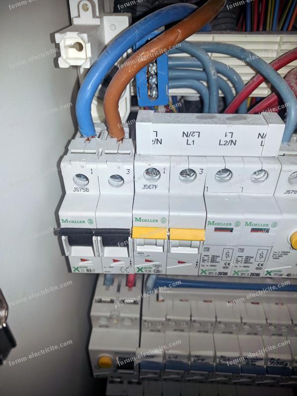installation prise de recharge pour véhicule électrique