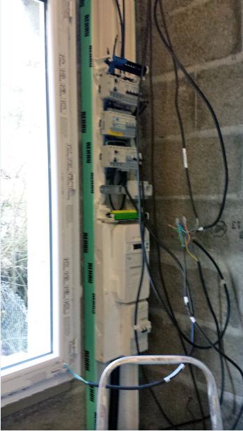 réaliser Installation électrique dépôt triphasé