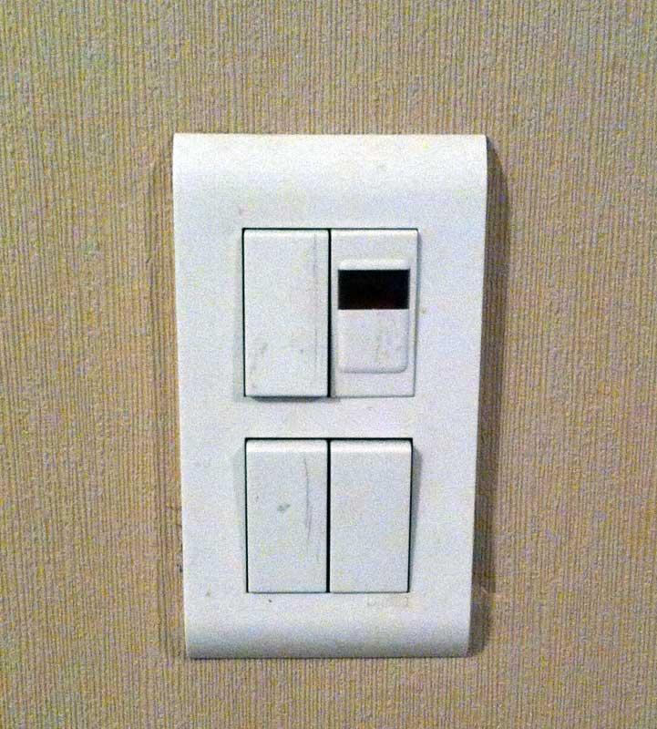 question lectricit bricovid o branchement lectrique lampe t moin sur interrupteur legrand. Black Bedroom Furniture Sets. Home Design Ideas