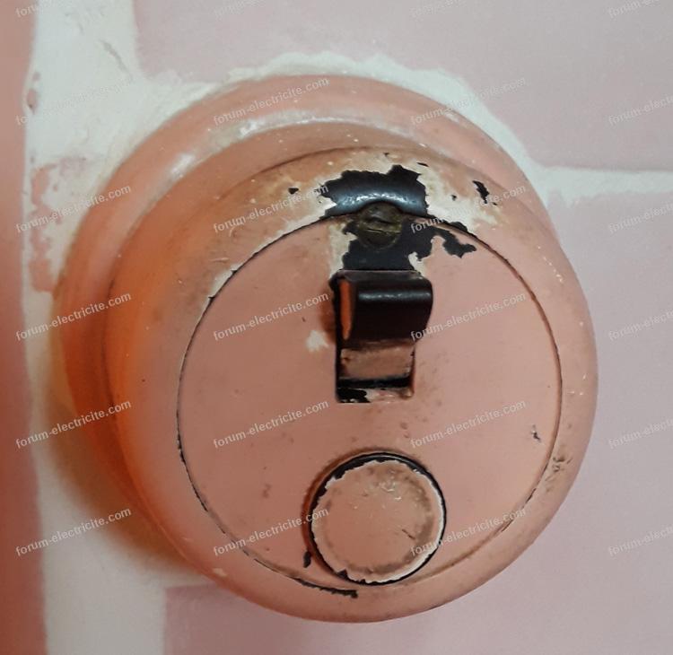 interrupteur des années 60 près de la douche
