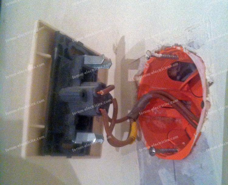 brancher interrupteur trois câbles marron