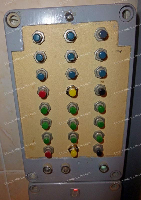 panneau de poussoirs interrupteurs complexe