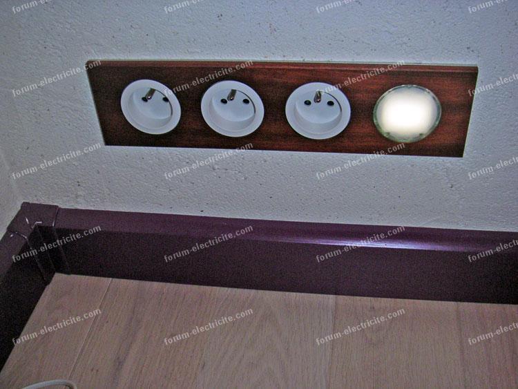 plinthe électrique à connexion automatique