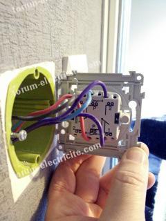 Poussoir avec un interrupteur