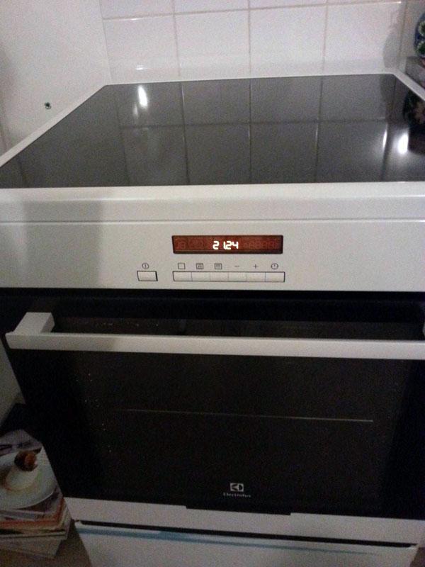 conseils branchement lectrique le four de ma cuisini re induction electrolux fait. Black Bedroom Furniture Sets. Home Design Ideas