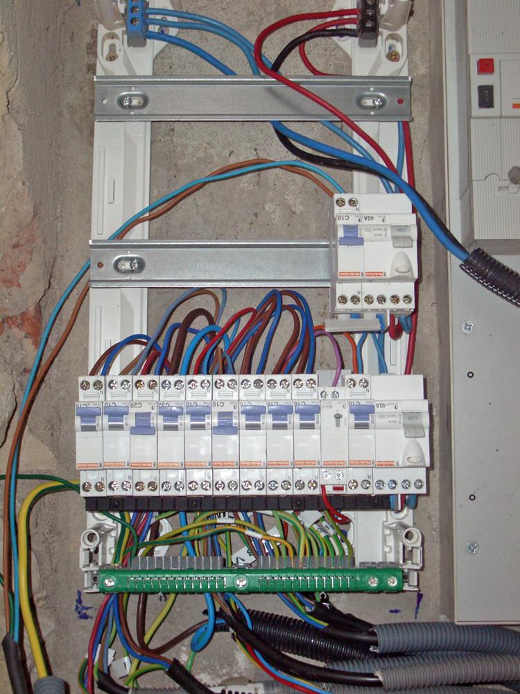 forum-electricite.com/schemas/raccordement-telerupteur-unipolaire-bv01.jpg