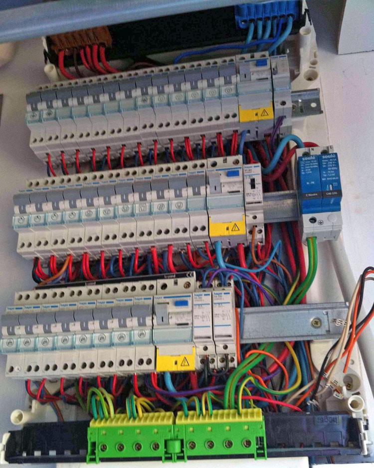 R paration d pannage lectricit comment ajouter un disjoncteur 10a sur mon tableau - Comment changer un fusible sur un tableau electrique ...