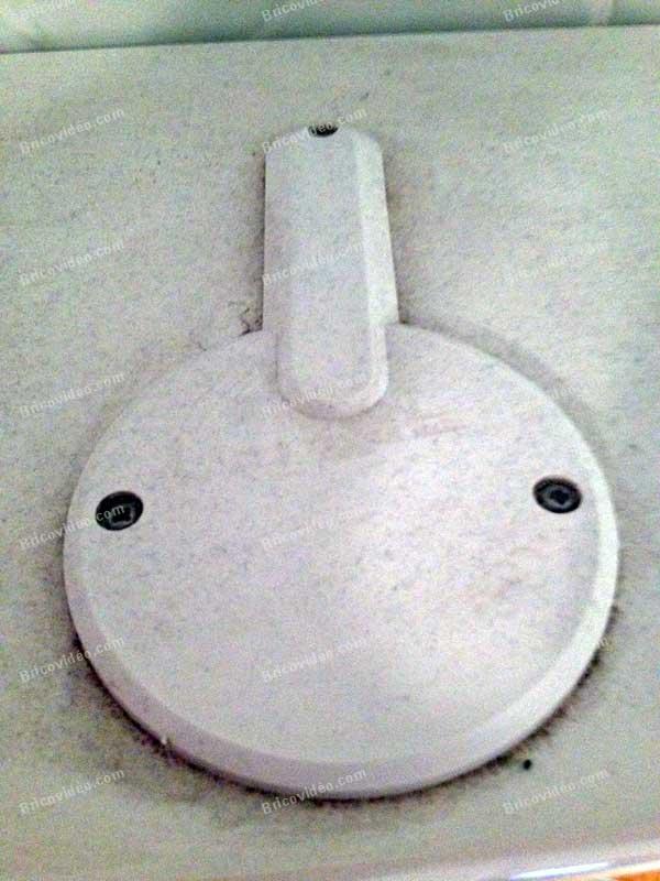 remplacer ampoule halogène spots basse tension