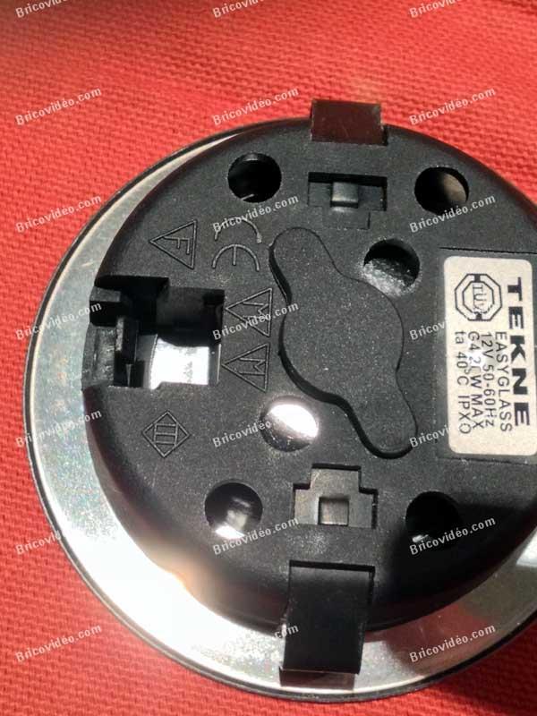 remplacer ampoule halogène spots basse
