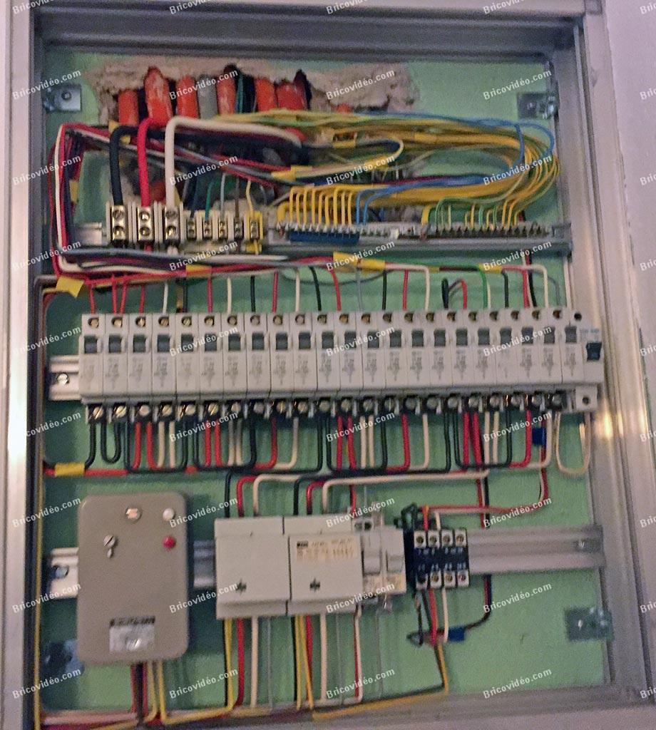 Bricovid o forum lectricit r novation tableau for Interrupteur dans salle de bain