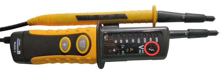 information symbole éclair testeur de tension VAT
