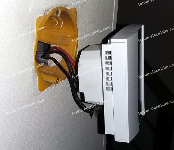 thermostat hors du boîtier d'encastrement