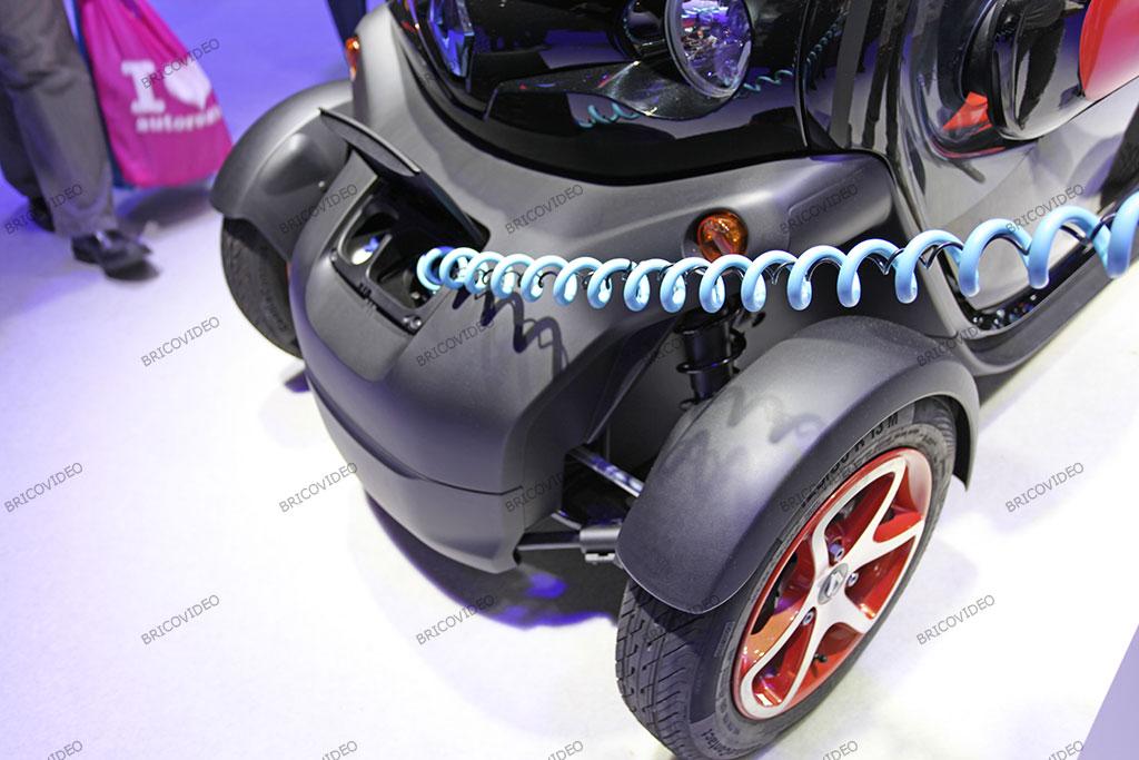 voiture électrique Twizy en charge