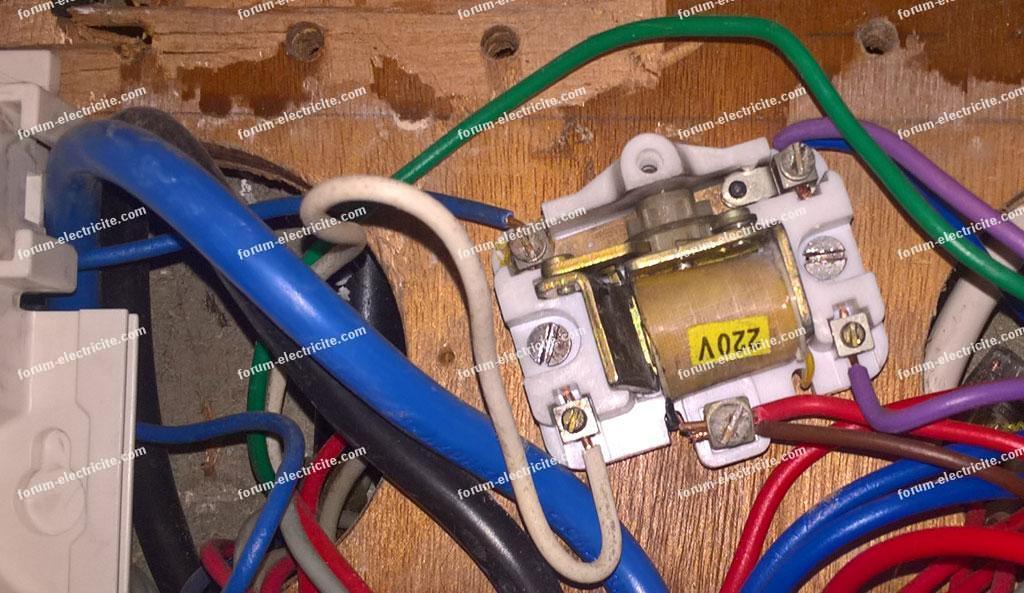 vieux télérupteur à remplacer