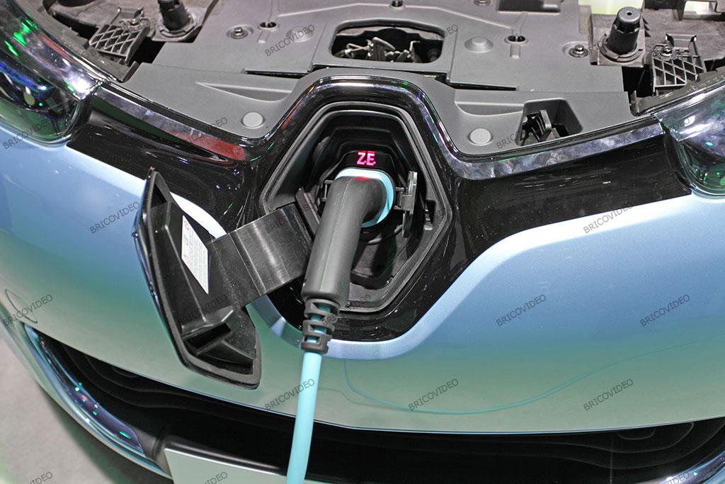 zoe voiture électrique en charge